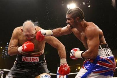 David Haye enfrentándose al gigante Valuev
