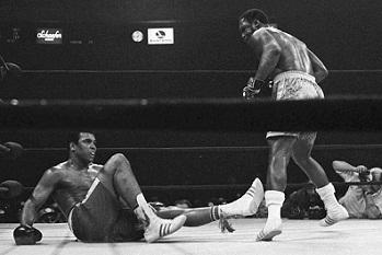 Frazier derriba a Alí en su primera pelea