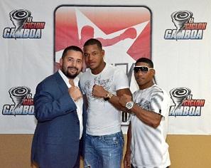 Sullivan Barrera en el centro y Gamboa a la derecha. Foto: Arena Box Promotions
