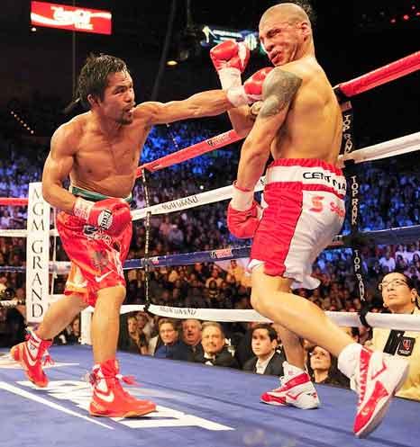 Manny Pacquiao utiliza los guantes Cleto Reyes