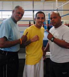 Entrenador-Jim-Pagan,-Manny-Rodriguez-y-preparador-fisico-Victor-Cotto