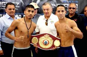 Rodriguez-vs-Santiago-con-representante-de-la-OMB-Adolfo-Flores