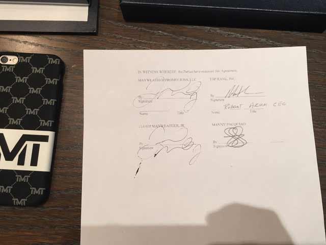 La firmas del combate entre Mayweather y Pacquiao