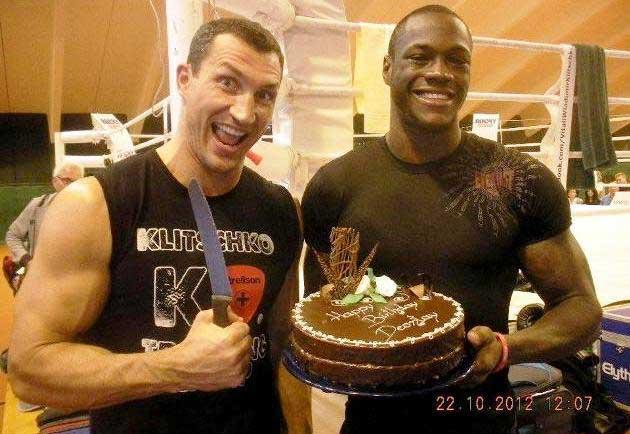 Wladimir Klitschko junto a Deontay Wilder