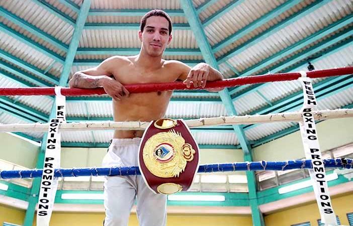 Manny-con-el-titulo-2
