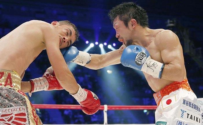 "Javier ""La Cobra"" Mendoza vs Akira Yaegashi - Foto: Zanfer"
