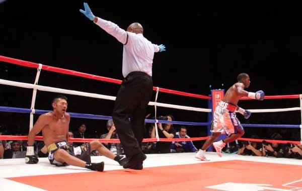 Jezreel Corrales vs Takachi Uchiyama -  Photo Sumio Yamada