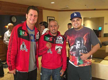 Sean Gibbons con Salido y Hector Zafari