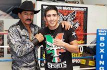 Leo Santa Cruz junto a su padre.
