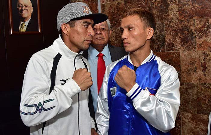"Ganigan López y el retador oficial filipino Jonathan ""Lightning"" Taconing"