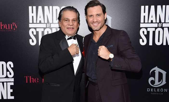 Roberto Durán junto al actor que le interpreta en la película sobre su vida.