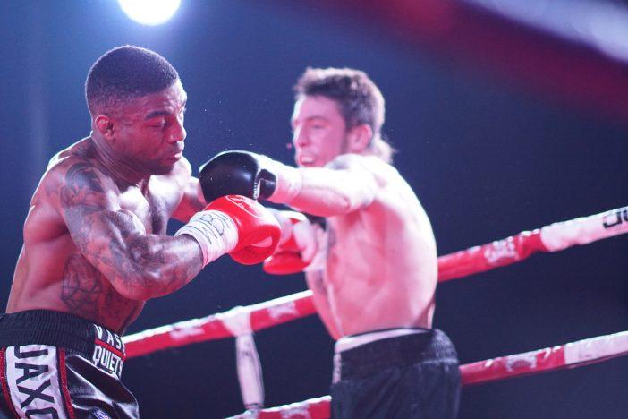 Kerman Lejarraga en su combate ante el británico Denton Vassell. Foto: Javier Cosío