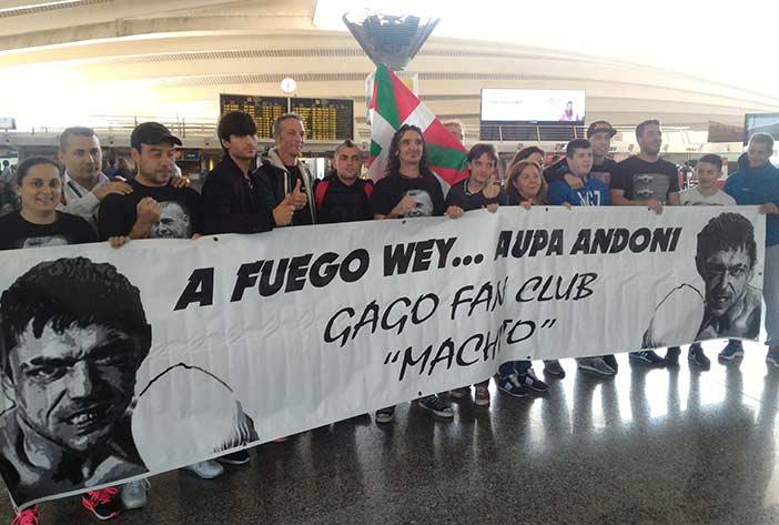 Despedida en el aeropuerto a Andoni Gago.