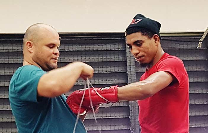 Alfredo 'Ojo' Santiago y su entrenador Anthony Otero (Foto: Esdel Palermo)