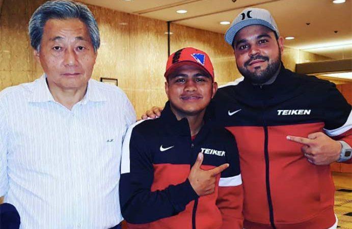 "Akihiko Honda y Román ""Chocolatito"" González"