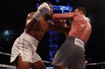 Joshua y Klitschko en un intercambio de golpes