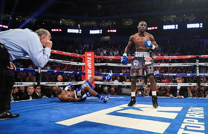Indongo cae noqueado por Crawford (Foto:Mikey Williams / Top Rank)