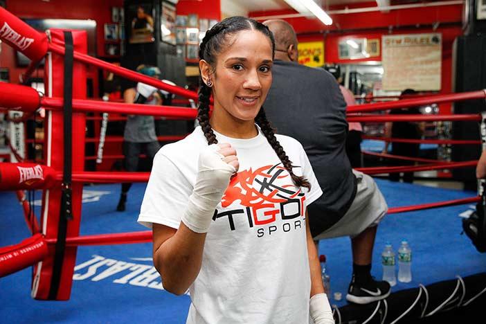Amanda Serrano (Fotos por Ed Diller / DiBella Entertainment)