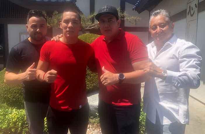 FOTO: de izquierda a derecha: Frank Espinoza, Jr, Osar Valdez, Eddy Reynoso y Frank Espinoza Sr. Credito: Espinoza Boxing Club