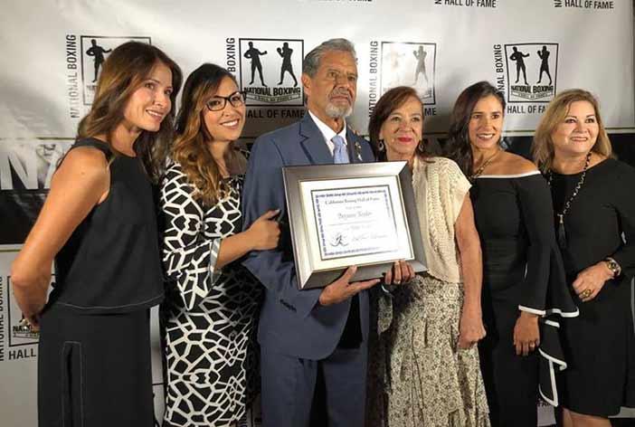 Benjamín Rendón recibe reconocimiento (FOTOS: EFHV)
