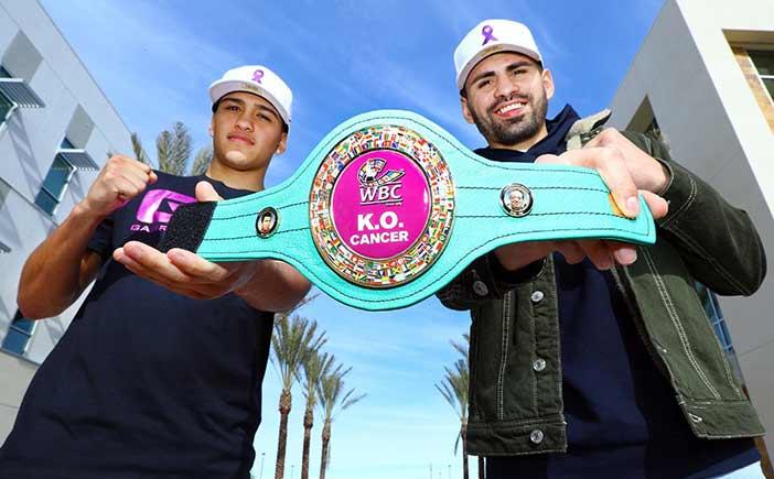 José Ramírez y Gabriel Flores Jr. (Mikey WIlliams / Top Rank)