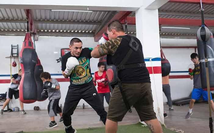 "Juan Francisco ""Gallo"" Estrada entrenando"