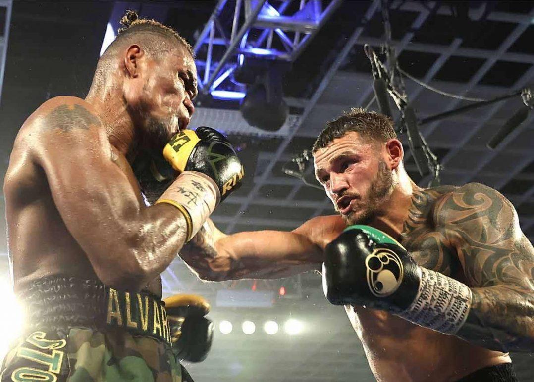 Eleider Álvarez vs. Joe Smith Jr.. (Foto: Mikey Williams/Top Rank)