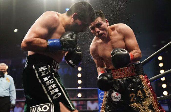 """Vladimir Hernández vs """"Perro"""" Angulo (Sean Michael Ham / TGB Promociones)"""