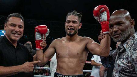 """De la Hoya, """"Zurdo"""" Ramírez y Hopkins (Photo courtesy of Golden Boy Promotions)"""