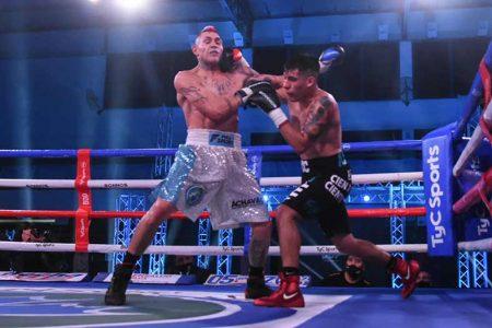 Nicolás Andino vs. Yoel Peralta (FOTOS: BOXEO DE PRIMERA)