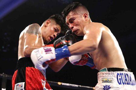 Emanuel Navarrete vs. Joet González (FOTOS de Mikey Williams / Top Rank vía Getty Images)