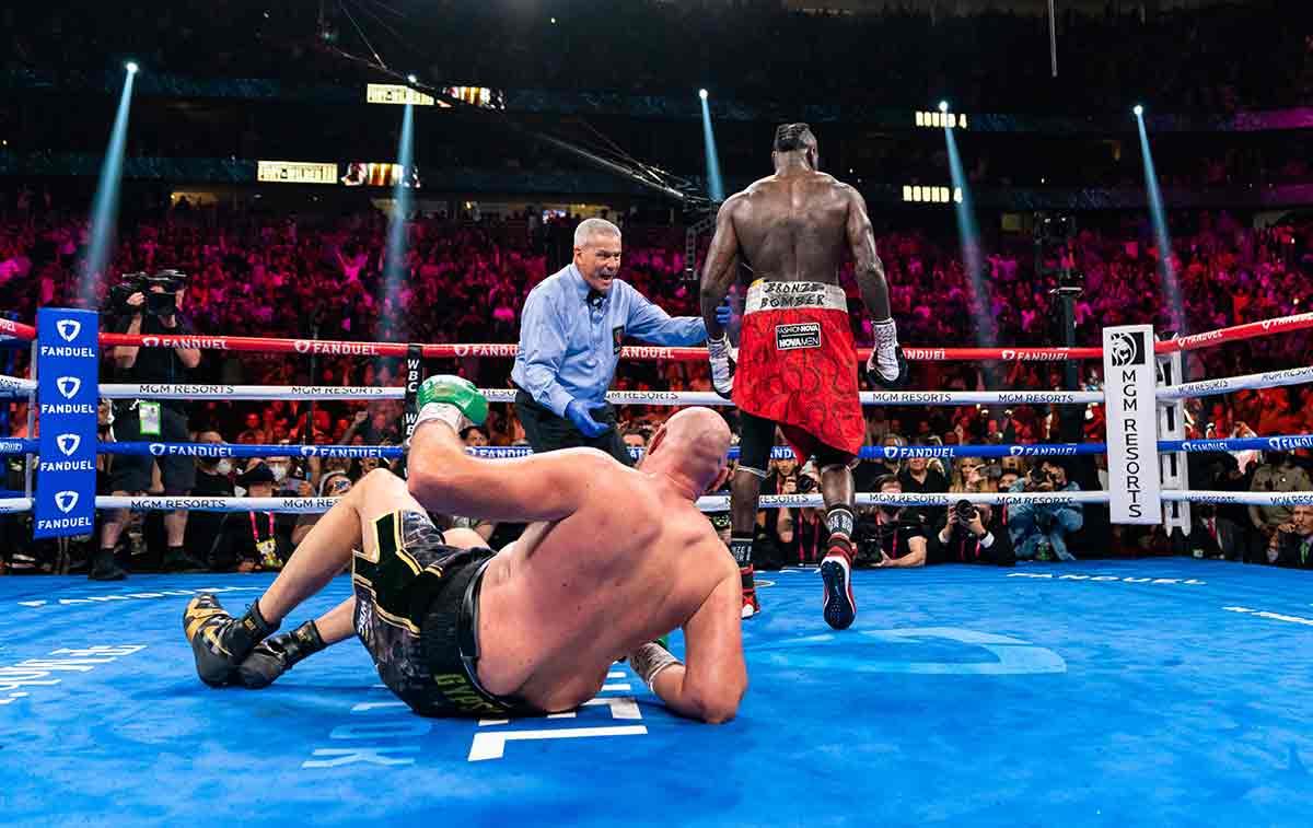 Wilder derriba a Fury (Ryan Hafey /  Premier Boxing Champions)